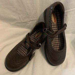 Girl's Buster Brown shoes. NWOT. Size 1